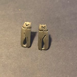UNIQUE DESIGN KITTY CAT PEWTER TONE POST EARRINGS